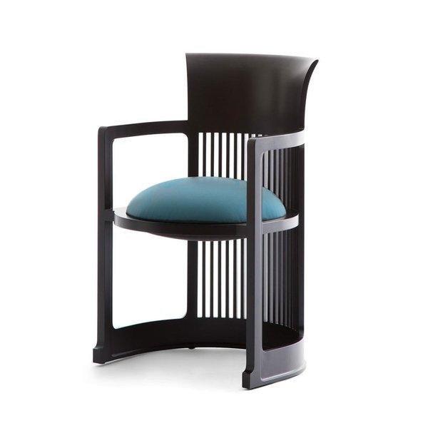 Barrel dining chair